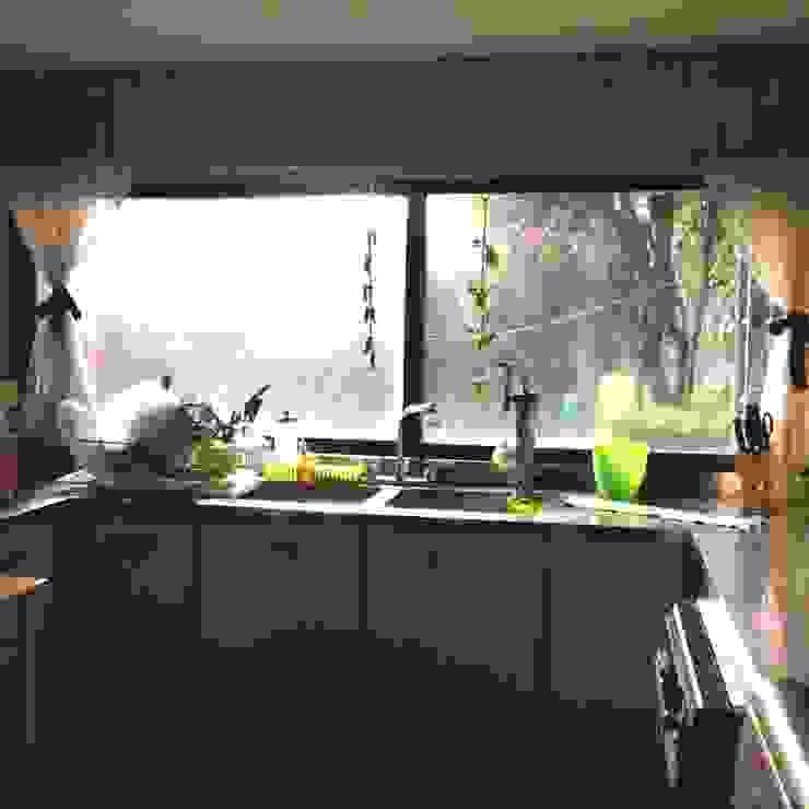 Classic style kitchen by Alejandra Zavala P. Classic