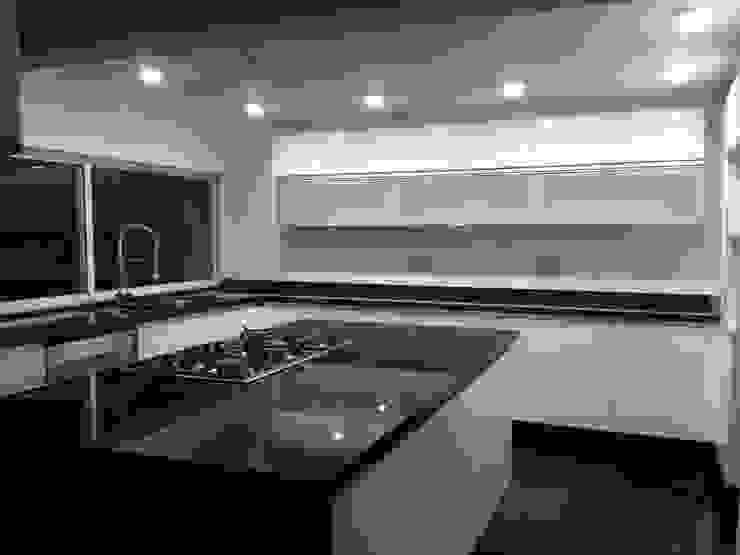 Modern kitchen by Alejandra Zavala P. Modern