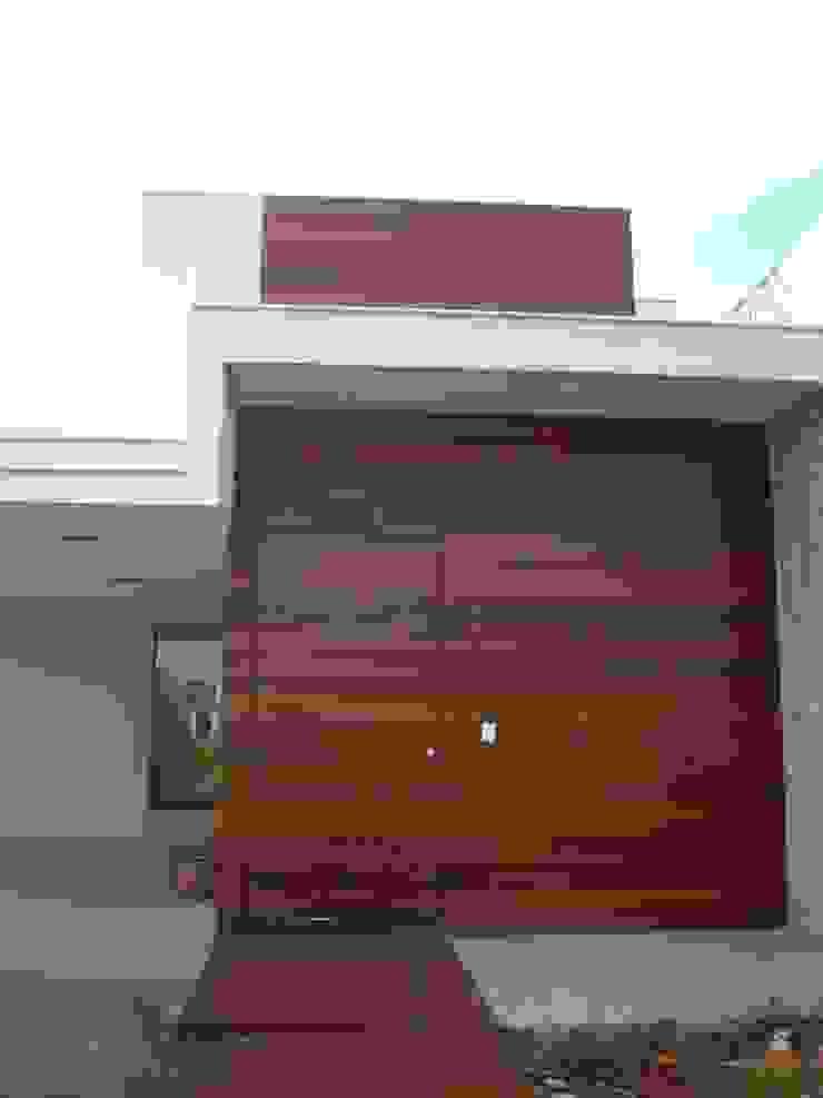 Front (Fachada frontal) Modern Houses by Tony Santos Arquitetura Modern Stone