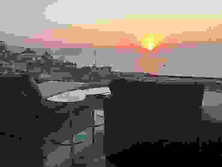 Terraza Balcones y terrazas minimalistas de DECO Designers Minimalista Derivados de madera Transparente