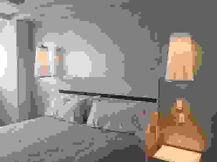 Bedroom Dormitorios minimalistas de DECO Designers Minimalista Aglomerado