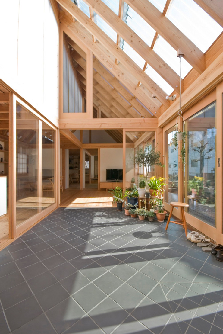Jardines de invierno de estilo ecléctico de 千田建築設計 Ecléctico Azulejos