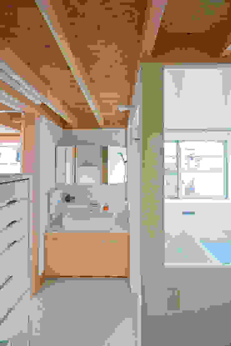 Baños de estilo ecléctico de 千田建築設計 Ecléctico Madera Acabado en madera