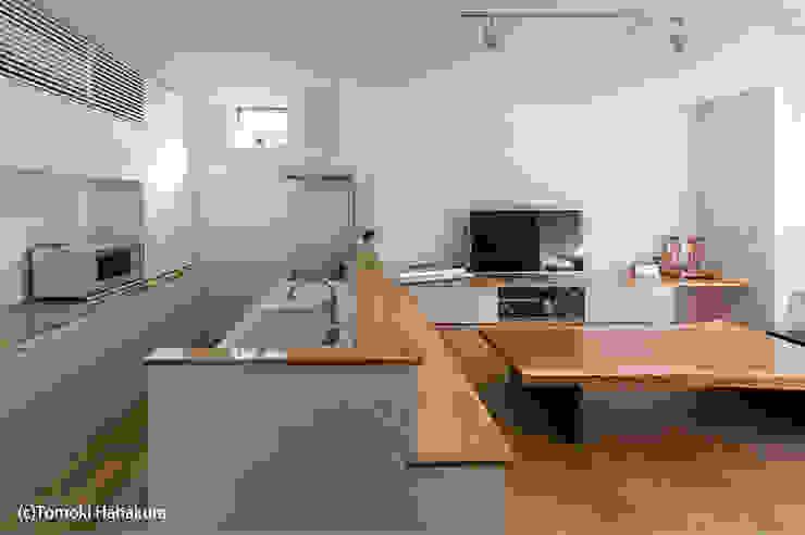 Cocinas de estilo moderno de I Live Architects/田辺弘幸建築設計事務所 Moderno