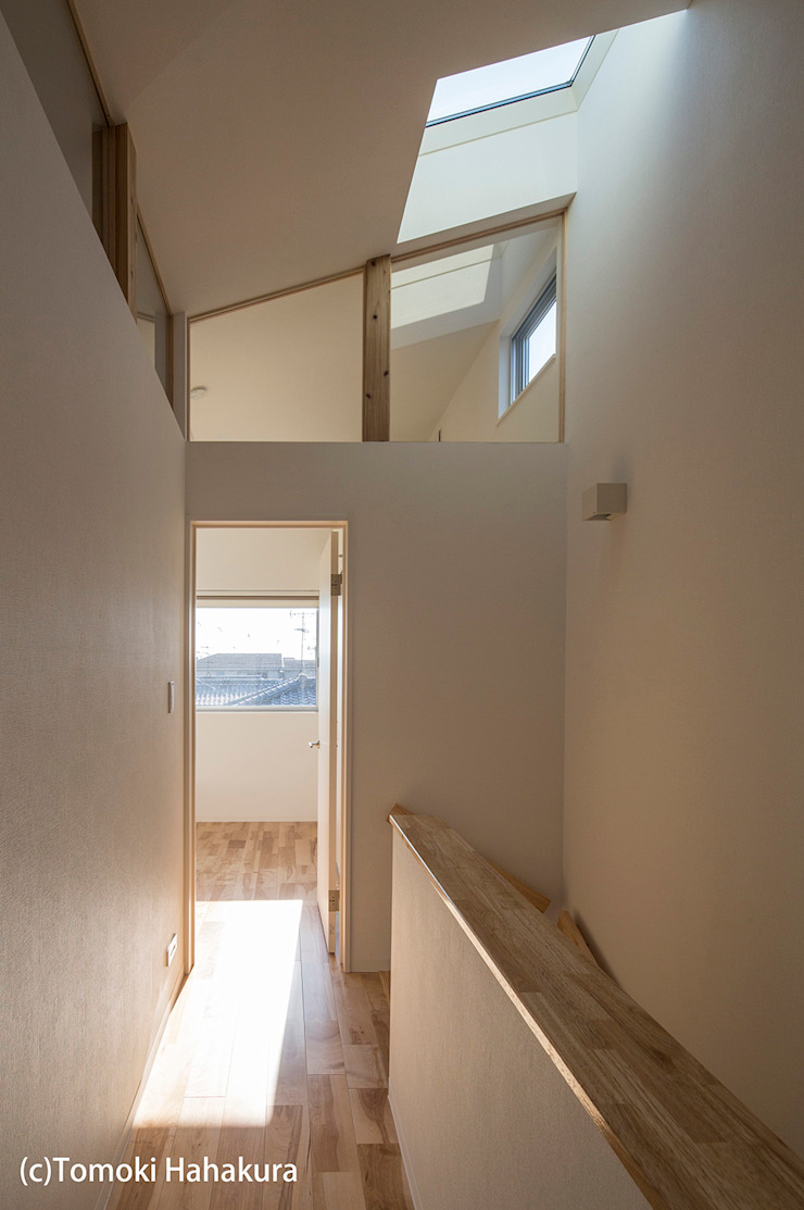 I Live Architects/田辺弘幸建築設計事務所 Modern Corridor, Hallway and Staircase