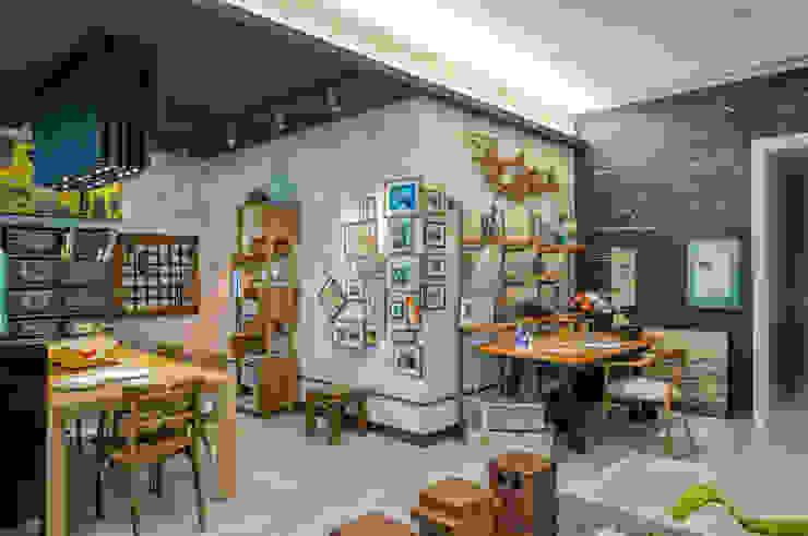 Casa Cor Rio 2014 - Estúdio do Designer: Escritórios  por Emmilia Cardoso Designers Associados