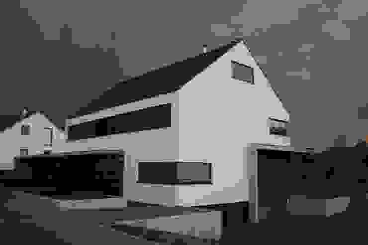 HAUS H Moderne Häuser von ARCHITEKT HAUSSMANN Modern