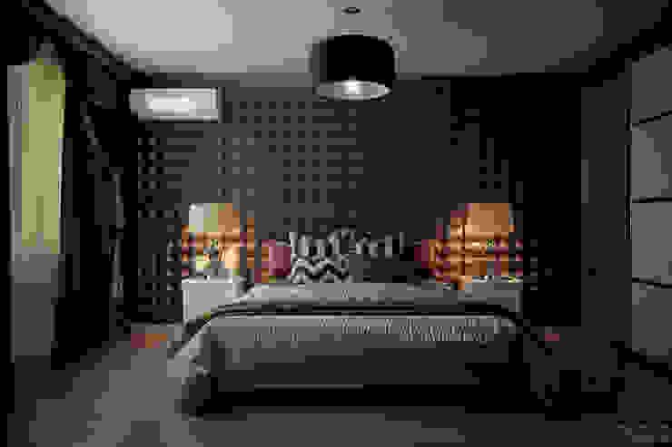 """Дизайн спальни частного дома в коттеджном поселке """"Бавария"""" Спальня в эклектичном стиле от Студия интерьерного дизайна happy.design Эклектичный"""