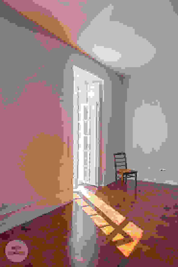 Remodelação de apartamento Avenidas Novas, Lisboa Salas de estar modernas por Matos + Guimarães Arquitectos Moderno