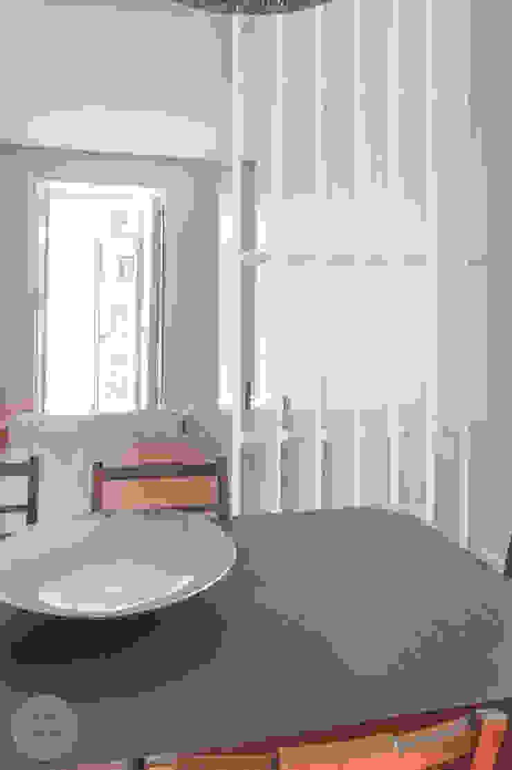 Remodelação de apartamento Avenidas Novas, Lisboa Salas de jantar modernas por Matos + Guimarães Arquitectos Moderno