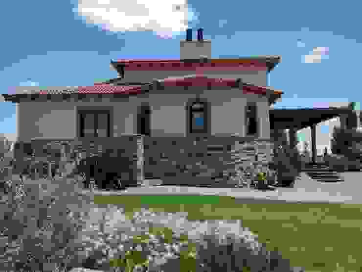 Vista este Casas rústicas de Azcona Vega Arquitectos Rústico