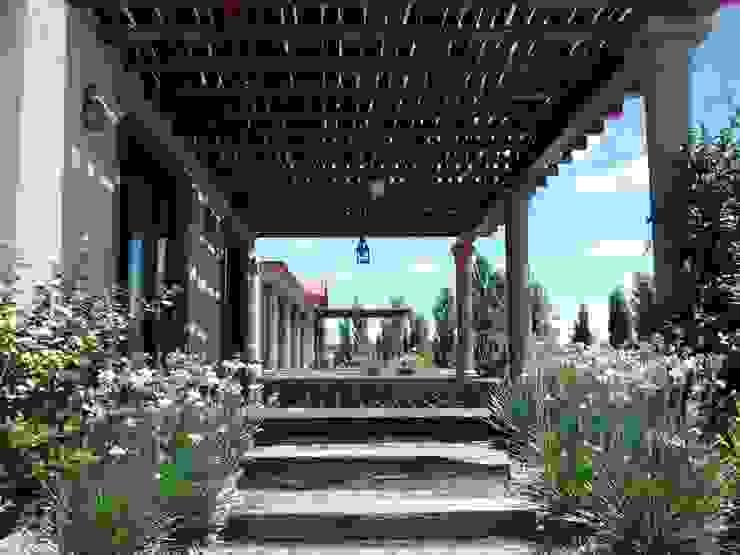 Acceso desde la cochera Balcones y terrazas rústicos de Azcona Vega Arquitectos Rústico