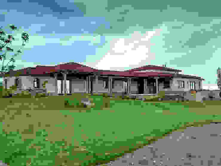 Vista sur Casas rústicas de Azcona Vega Arquitectos Rústico