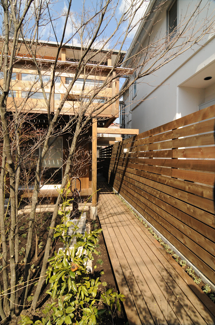 Casas de estilo ecléctico de 加藤武志建築設計室 Ecléctico Madera Acabado en madera