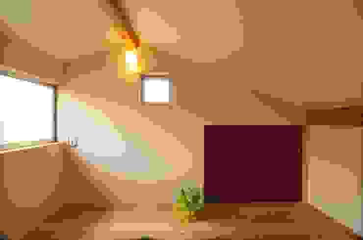 de 加藤武志建築設計室 Ecléctico Madera Acabado en madera