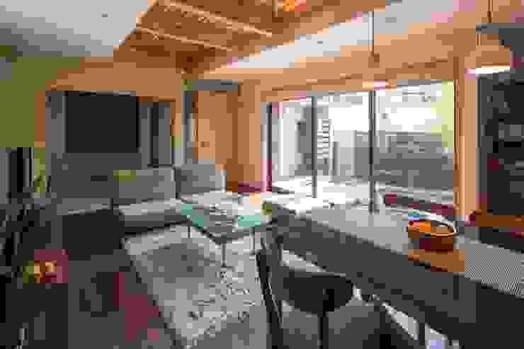 โดย アトリエ・ブリコラージュ一級建築士事務所 ผสมผสาน ไม้ Wood effect