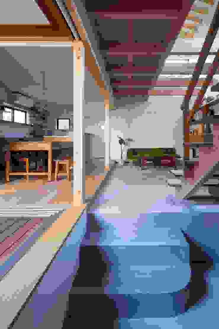 アトリエ・ブリコラージュ一級建築士事務所 Ruang Keluarga Gaya Eklektik