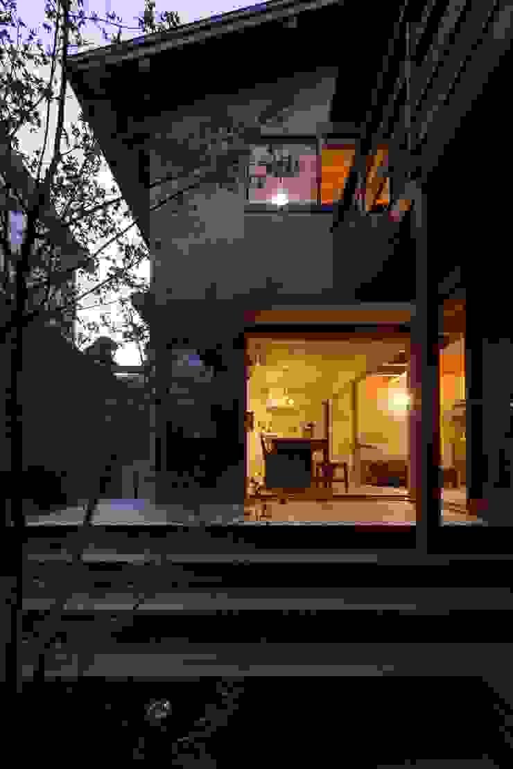 中庭、夕景 オリジナルな 庭 の アトリエ・ブリコラージュ一級建築士事務所 オリジナル