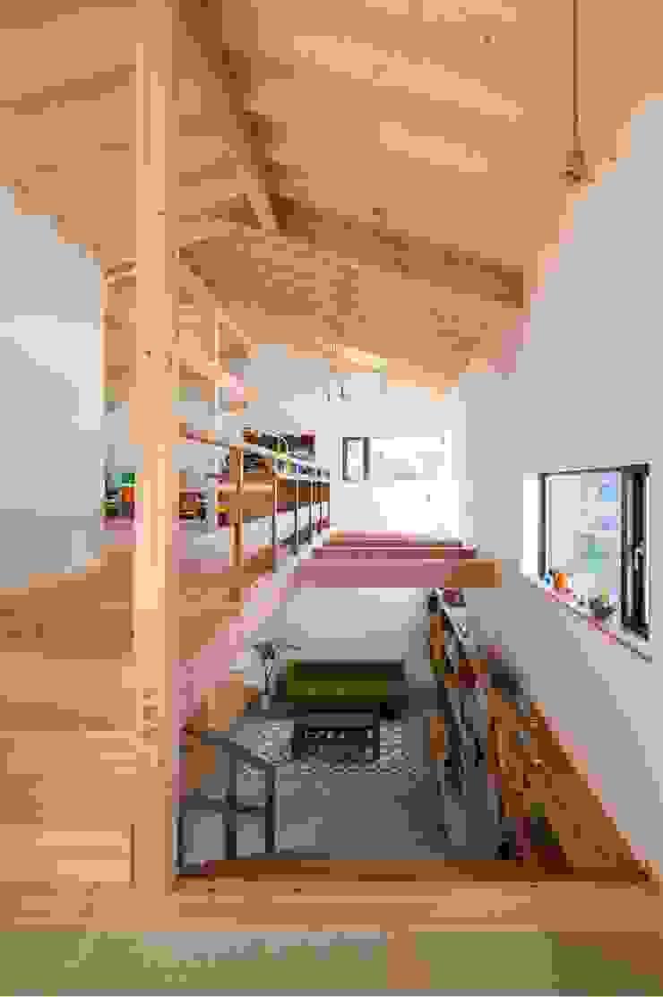 階段、吹抜 オリジナルデザインの 多目的室 の アトリエ・ブリコラージュ一級建築士事務所 オリジナル