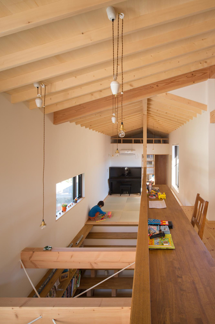 吹抜、フリースペース オリジナルデザインの 多目的室 の アトリエ・ブリコラージュ一級建築士事務所 オリジナル