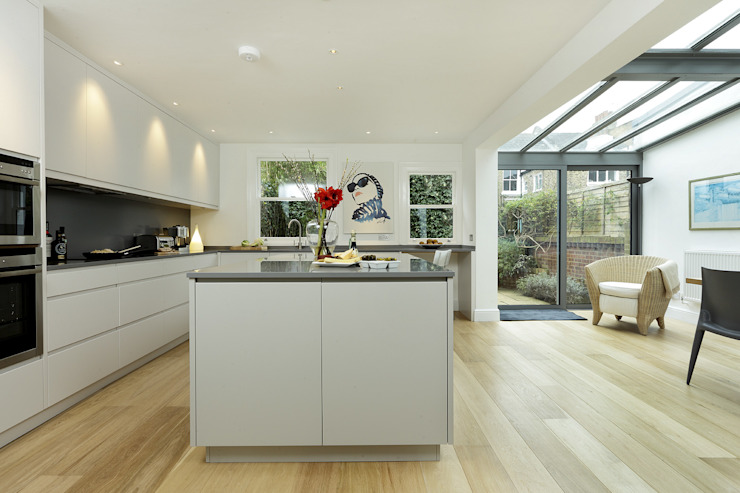 KITCHENS: The Ladbroke Modern kitchen by Cue & Co of London Modern