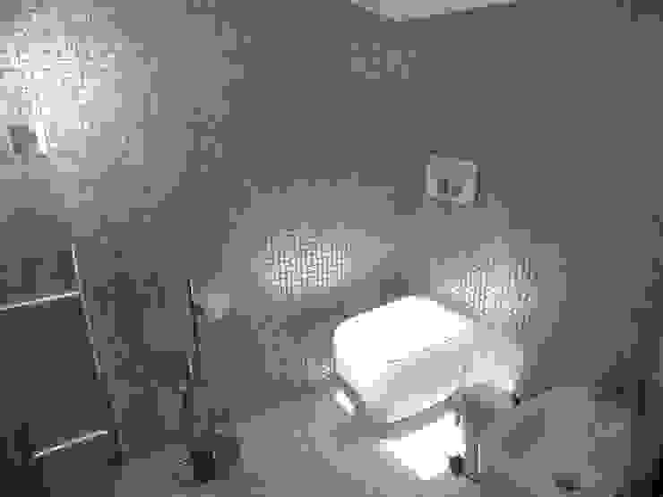 Instalação Sanitária Casas de banho modernas por Belgas Constrói Lda Moderno