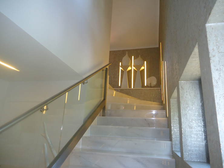 Escada - Piso 2 Corredores, halls e escadas modernos por Belgas Constrói Lda Moderno