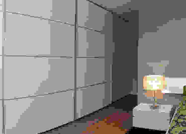 Suite 2 Closets modernos por Belgas Constrói Lda Moderno