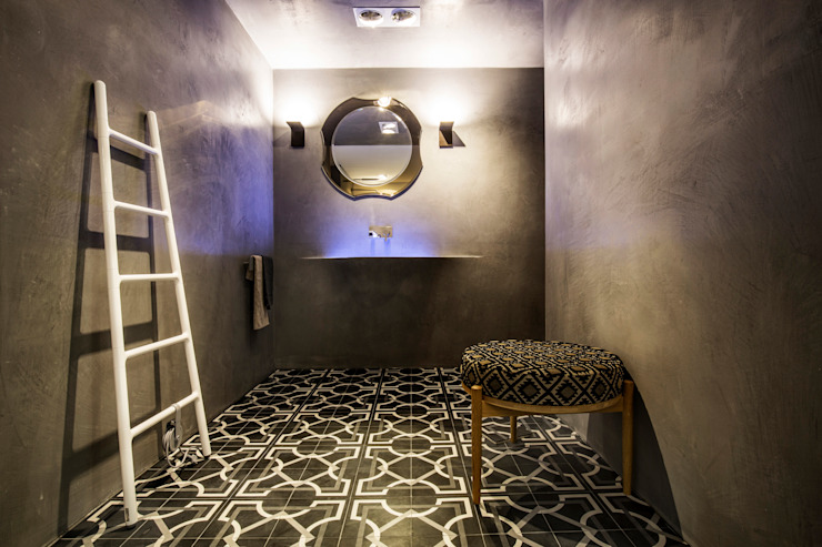 Eclectic style bathrooms by Die Fliese art + design Fliesenhandels GmbH Eclectic Tiles