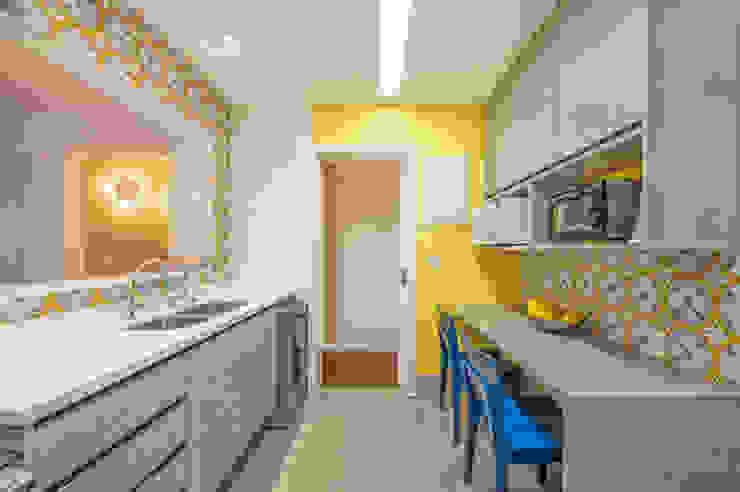Apartamento Tangerina Emmilia Cardoso Designers Associados Cozinhas modernas
