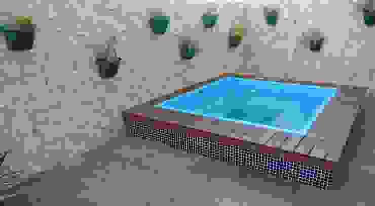 Бассейн в стиле модерн от Emmilia Cardoso Designers Associados Модерн