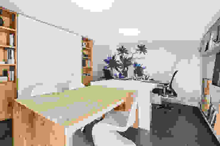 Estudios y despachos de estilo moderno de Die Fliese art + design Fliesenhandels GmbH Moderno