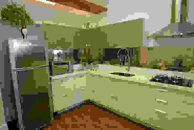 Modern kitchen by Emmilia Cardoso Designers Associados Modern