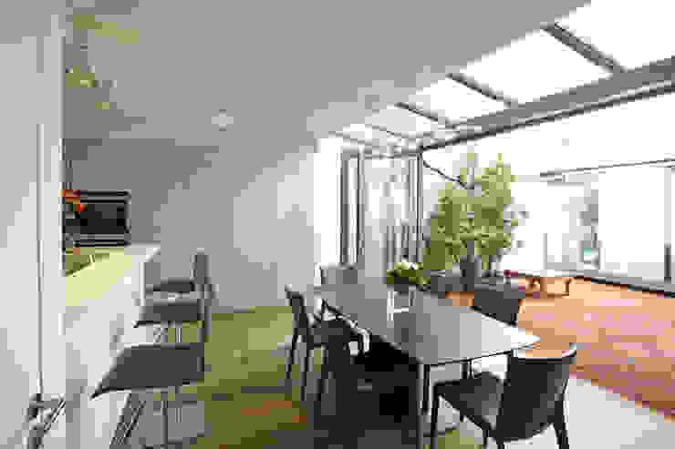 Cuisine ouverte sur patio Cuisine moderne par MA CUSINE MON COACH Moderne