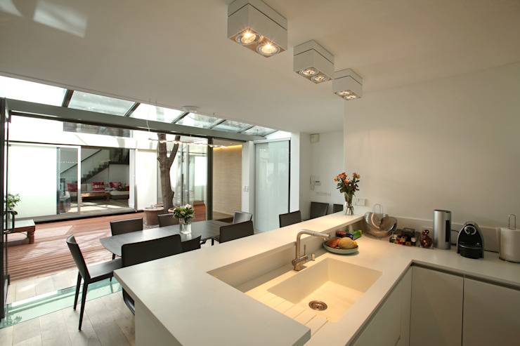 Modern Kitchen by MA CUSINE MON COACH Modern
