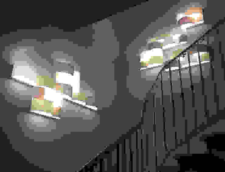 Corredores, halls e escadas modernos por LIGHT4 Moderno
