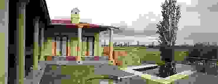 Patio Balcones y terrazas mediterráneos de Azcona Vega Arquitectos Mediterráneo