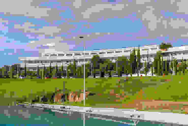 Campus Morelia, Tec de Monterrey Escuelas de estilo moderno de juancarlosperez Moderno