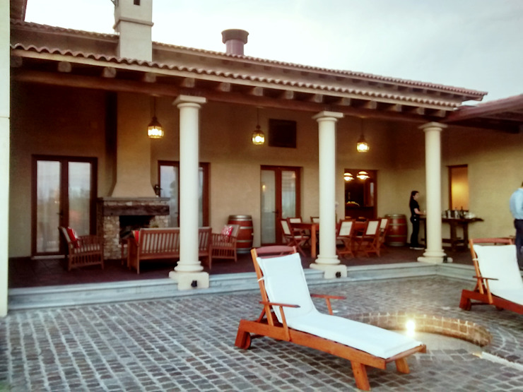 Varandas, alpendres e terraços mediterrâneo por Azcona Vega Arquitectos Mediterrâneo