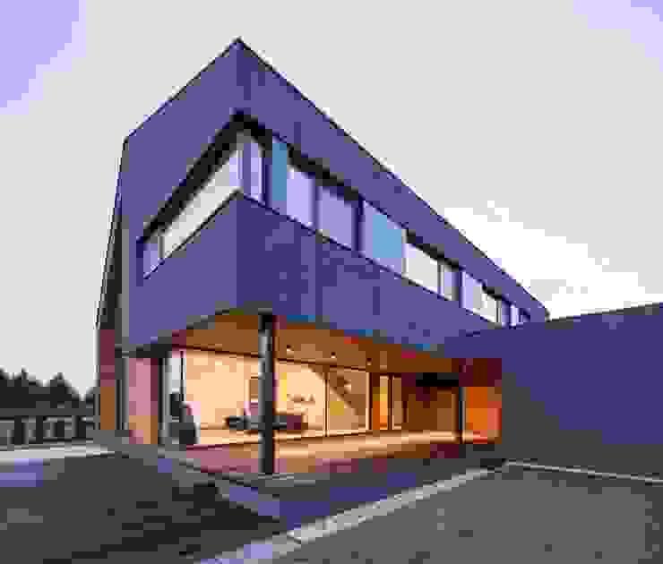 現代房屋設計點子、靈感 & 圖片 根據 BECZAK / BECZAK / ARCHITEKCI 現代風