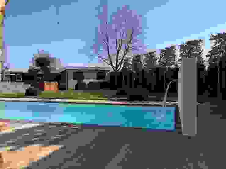 Custom-made swimmingpools:   door TVR Kunststoffen BV,