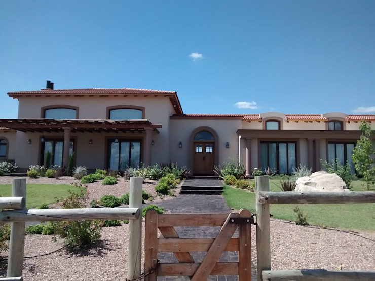 Acceso principal Casas rústicas de Azcona Vega Arquitectos Rústico