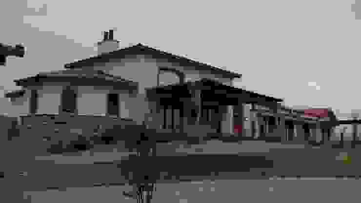 Vista noreste Casas rústicas de Azcona Vega Arquitectos Rústico