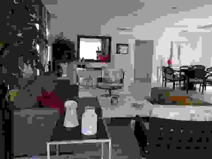 Casa de Hóspedes - Depois Salas de estar modernas por MBDesign Arquitetura & Interiores Moderno