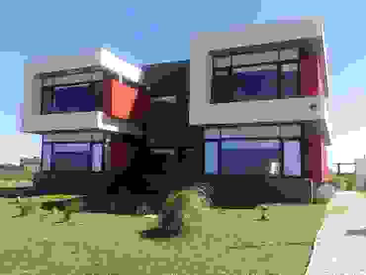 Fachada Casas de estilo minimalista de Comodo-Estudio+Diseño Minimalista