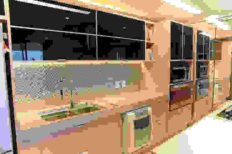 مطبخ تنفيذ Danyela Corrêa Arquitetura, حداثي