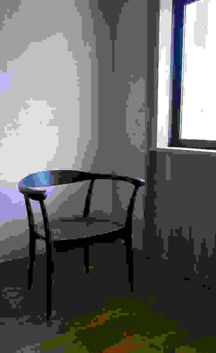 armchair kram: Masahiro Goto Furnitureが手掛けた折衷的なです。,オリジナル 木 木目調