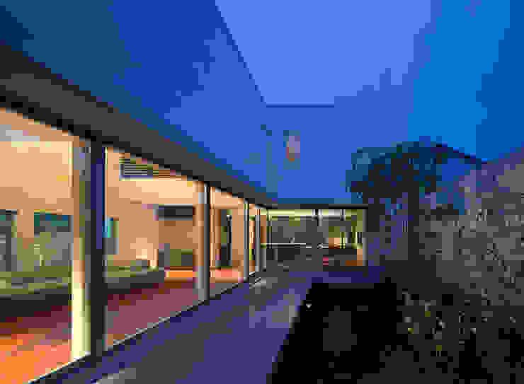 Modern Garden by Atelier Square Modern Tiles