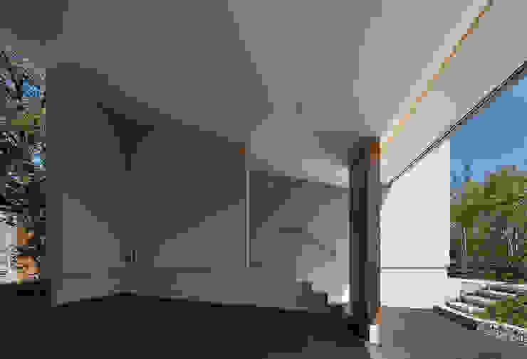Couloir, entrée, escaliers modernes par Atelier Square Moderne Tuiles