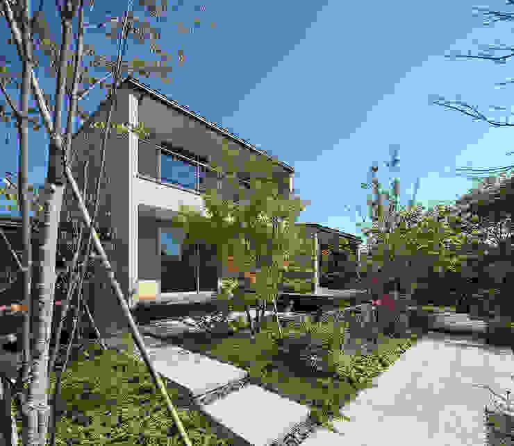 高台の家: Atelier Squareが手掛けた庭です。,モダン 石